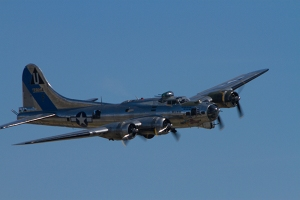 Bomber B-17 Chino Planes of Fame ai show