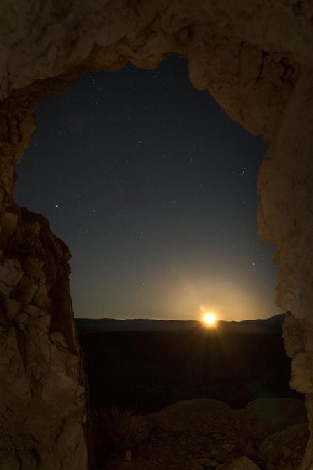 20151120 Emerging Moon Rising-4207FB
